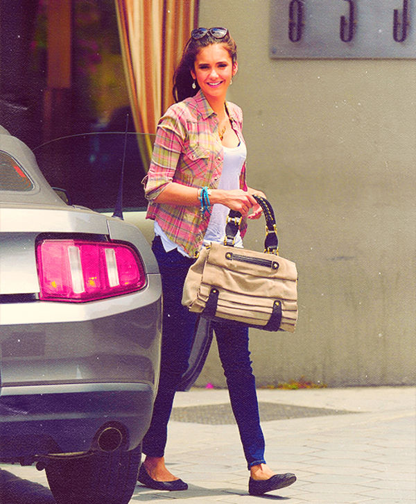 top-6-looks-da-nina-dobrev-do-seu-dia-a-dia1