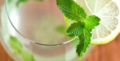 delicioso-drink-de-cha-verde-com-macaa
